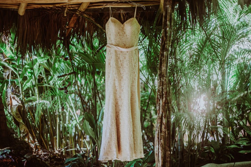 wedding-sayulita-dress-beach-green-photographer