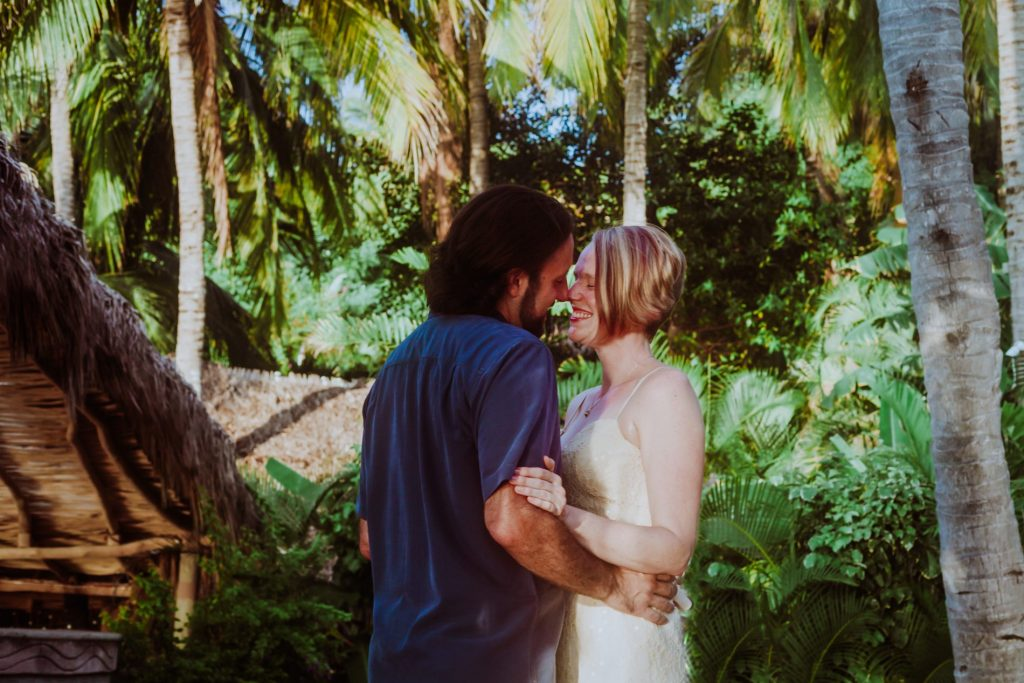 wedding-firstlook-sayulita-smile-bride-groom