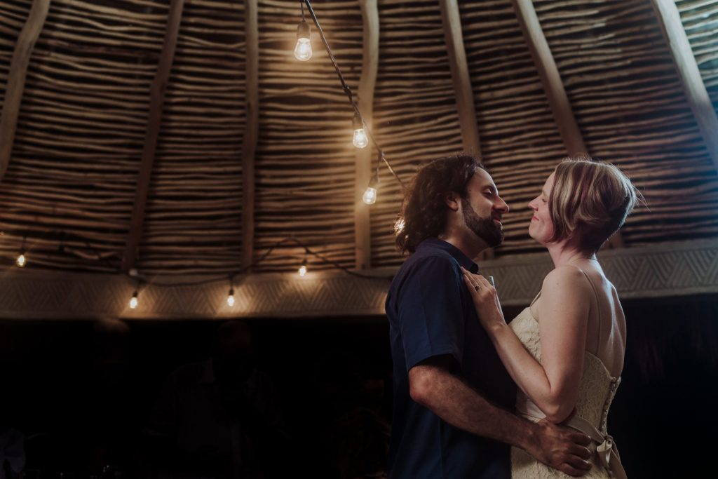 wedding-sayulita-look-first-dance-light-love