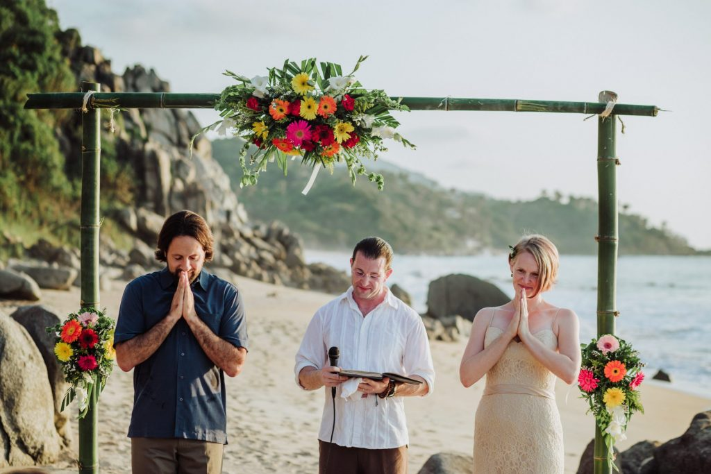 sayulita-wedding-beach-thanks-ceremony-bride-groom