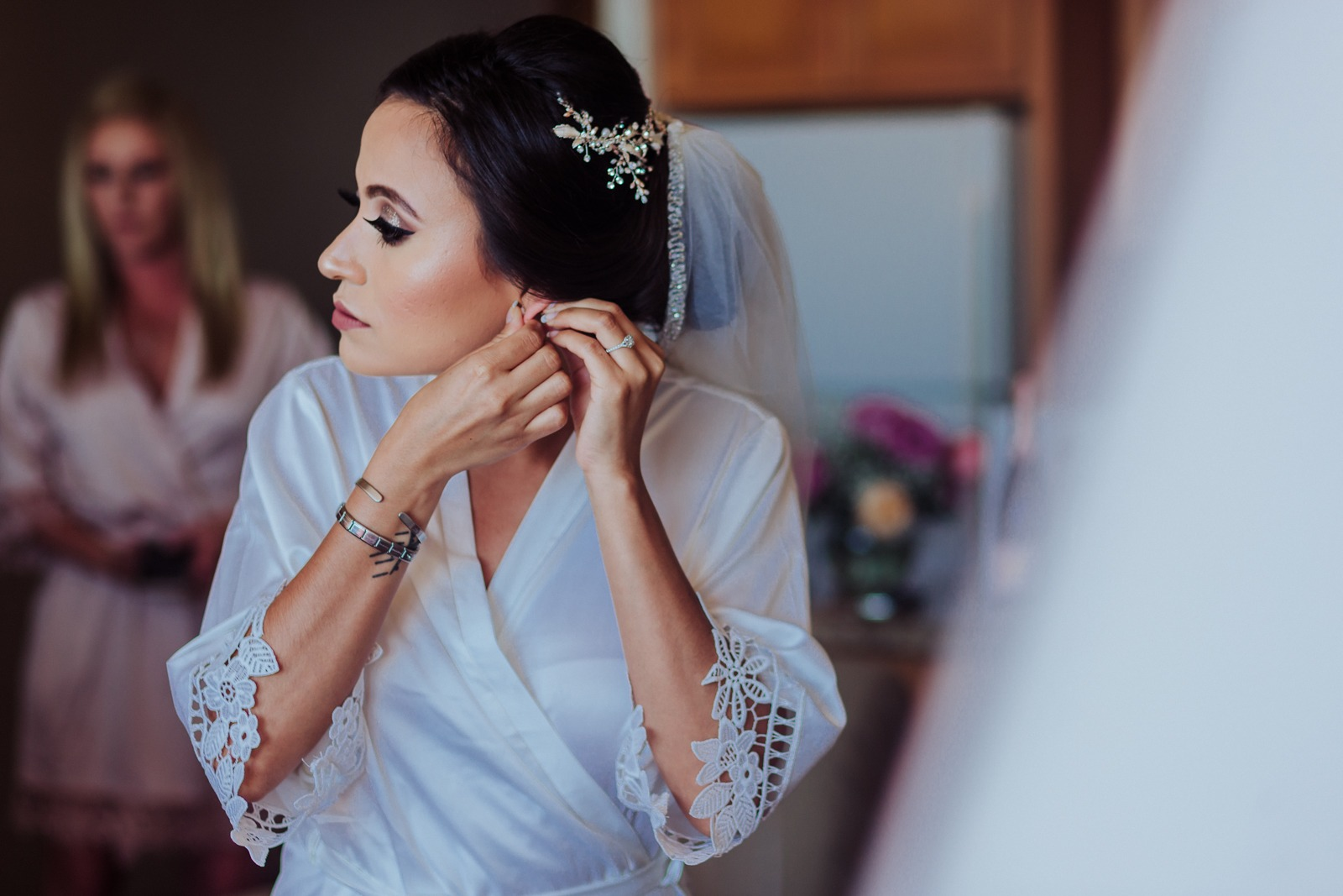 bride-earring-detail-gift-veil-ready-getting ready