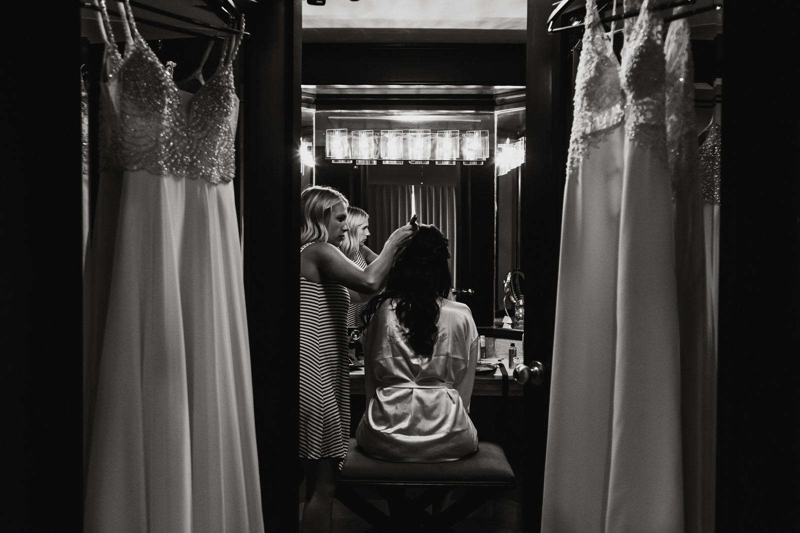 bride-ready-dress-wedding-getting ready-moment-vallarta