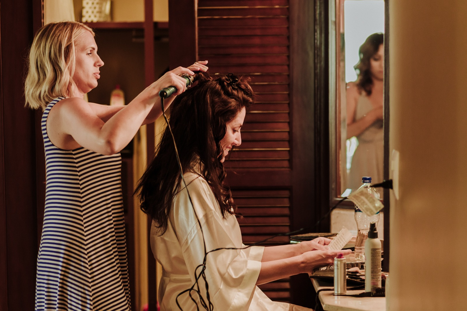 bride-wedding-smile-ready-gettin ready-letter-moment-vallarta