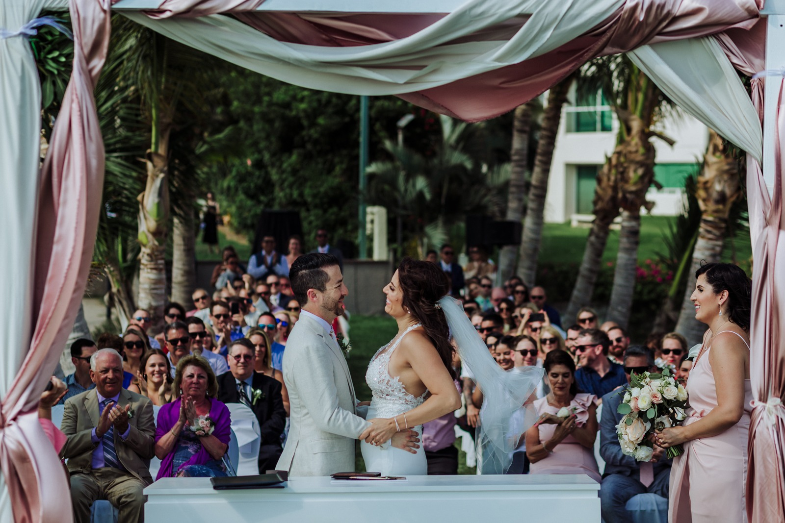 wedding-ceremony-bride-groom-moment-smile-ceremony-guest-marriot-vallarta-pier