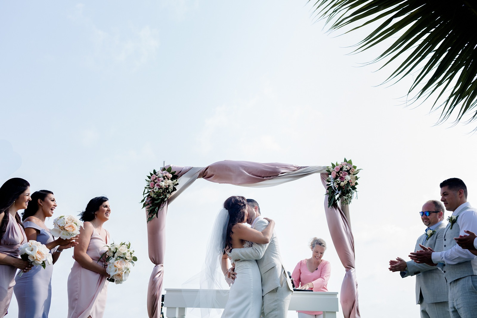 wedding-ceremony-kiss-vallarta-bride-groom-claps-sky-beach wedding