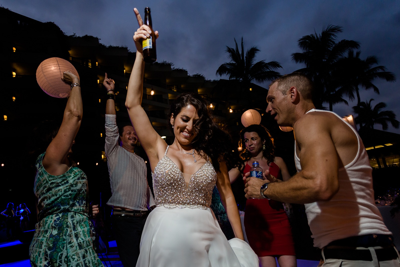 wedding-party-bride-dance-smile-happy-fun-vallarta-drink-mexico-fiesta