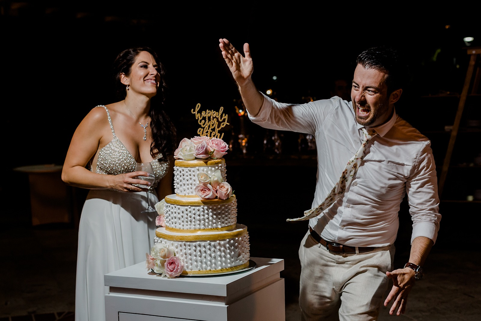 wedding-party-cake-bride-groom-fun-smile-moment-vallarta-cut the cake
