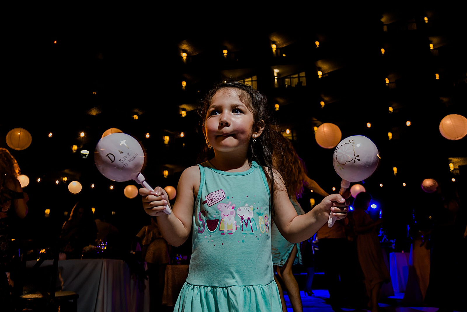 wedding-party-kids-maracas-fun-moment-vallarta