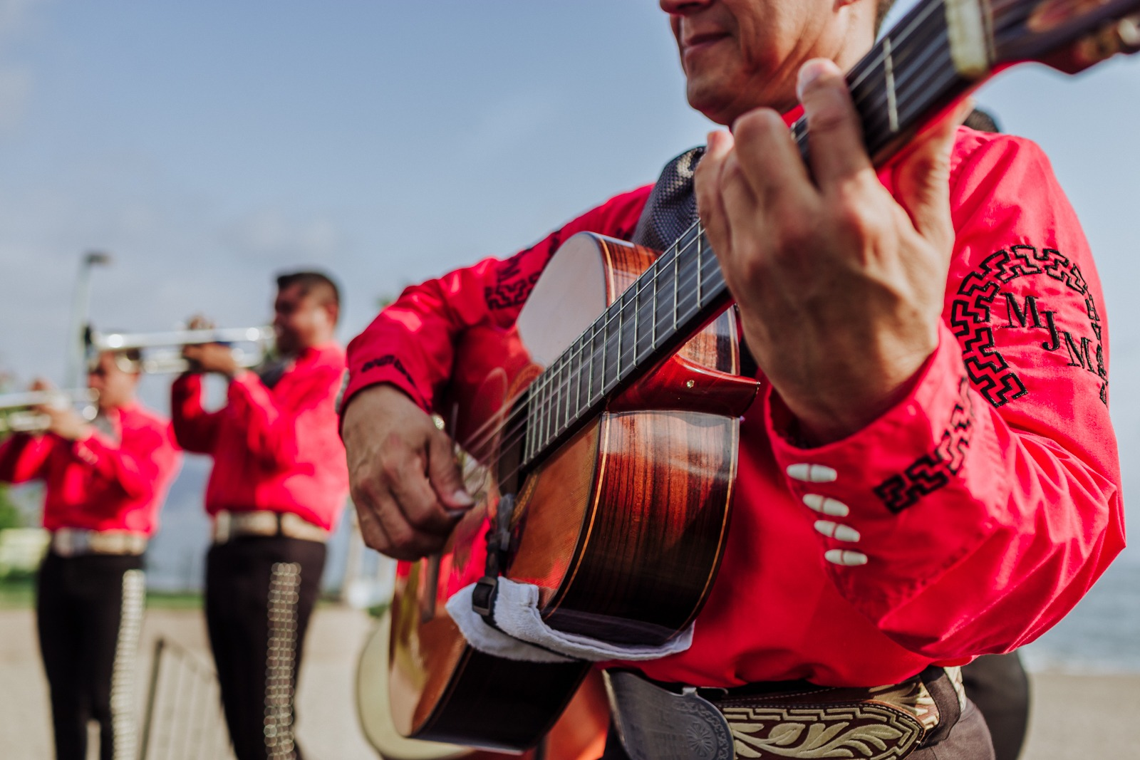 wedding-show-mariachi-mexico-beach-guitar-music-folklore