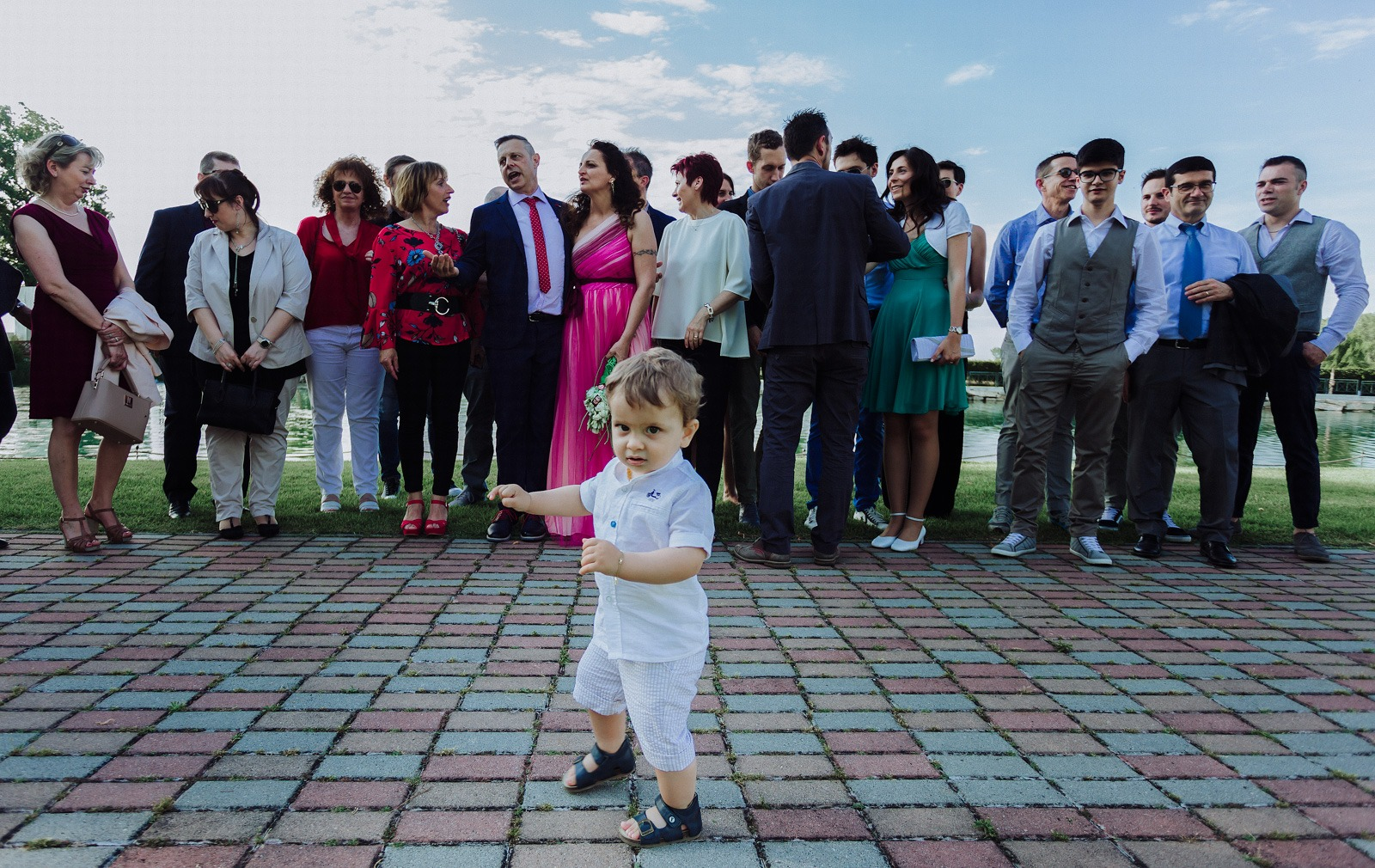 wedding-italy-baby-kids-fun-walk-people-family-shoot-moment-sky